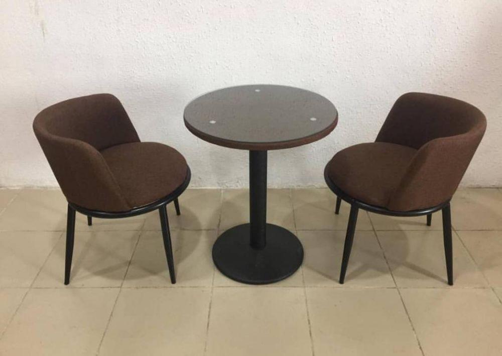 كرسيين وطاولة بني ارجل حديد لون اسود